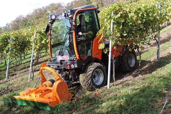 Porte outils viticole HOLDER C270 au travail