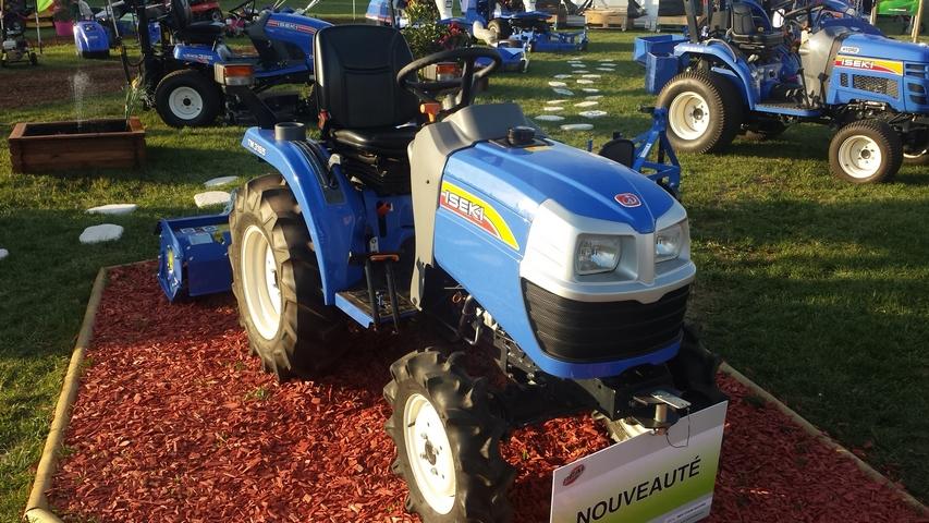 Tracteur ISEKI TM 3185 vue profil droit
