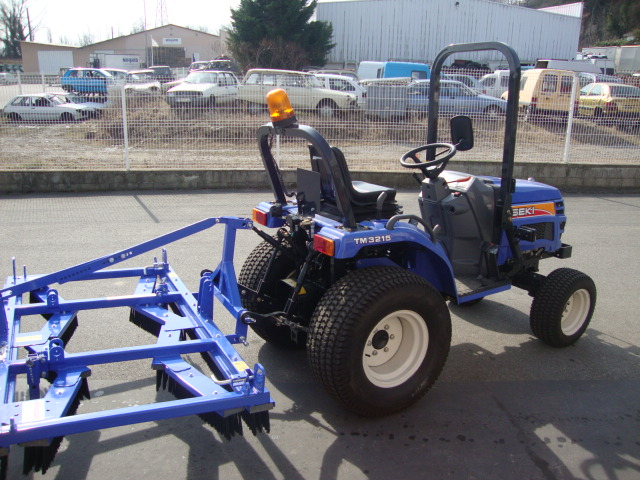 Tracteur ISEKI TM vue avec équipement