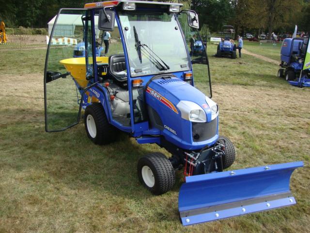 Tracteur ISEKI TXG 237 profil droit
