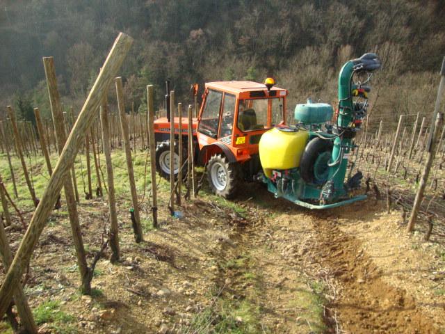 Atomiseur CIMA au travail dans les vignes