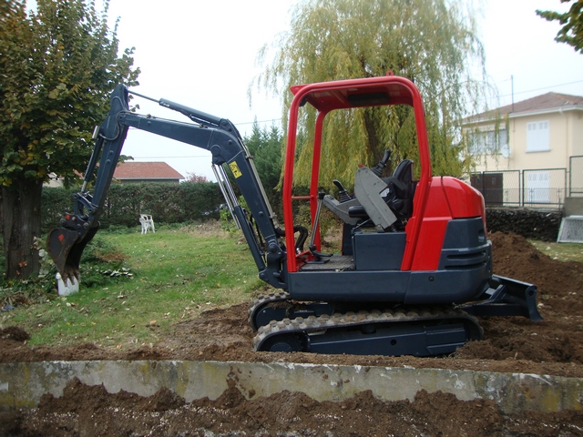 Location mini pelle 2.5 T VOLVO EC25